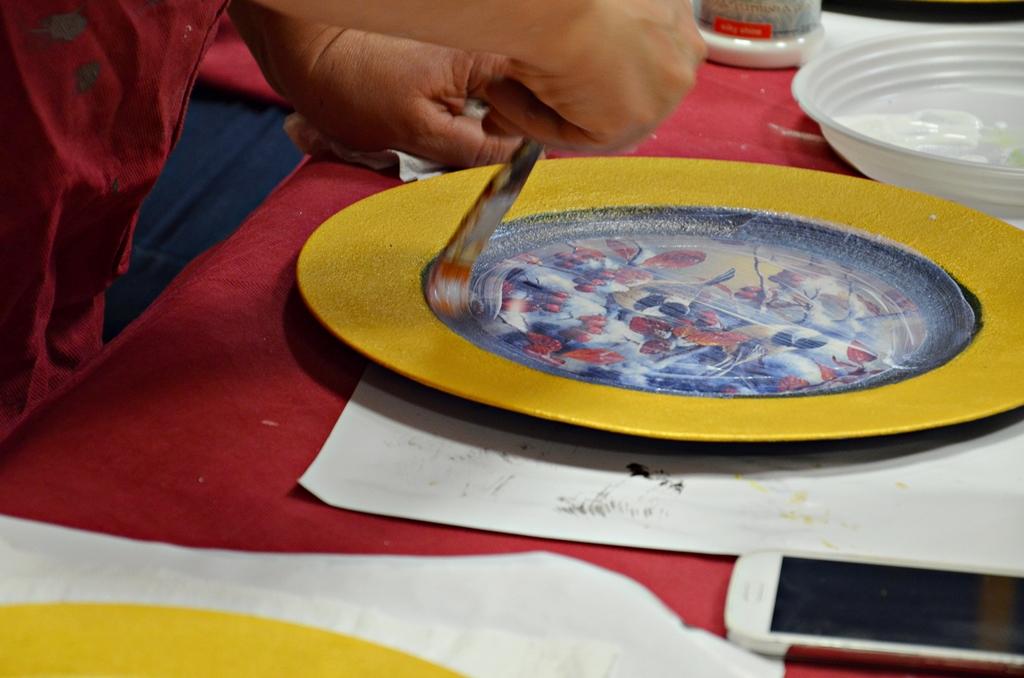 arthobbystudio lublin0002warsztaty swieta ozdoby dekoracje decoupage mixmedia cracle spekania patera zimowa