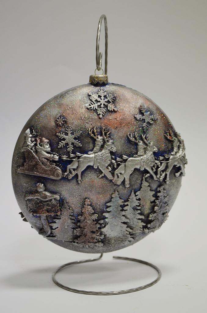 arthobbystudio lublin0005warsztaty swieta ozdoby dekoracje decoupage mixmedia bombka z mikolajem