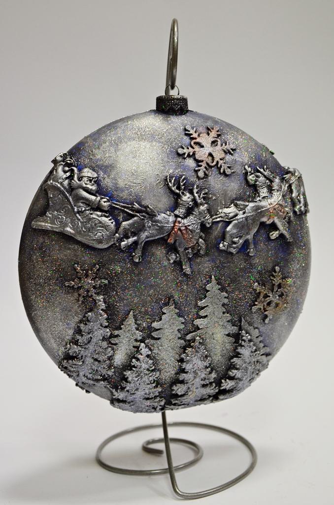 arthobbystudio lublin0014warsztaty swieta ozdoby dekoracje decoupage mixmedia bombka z mikolajem