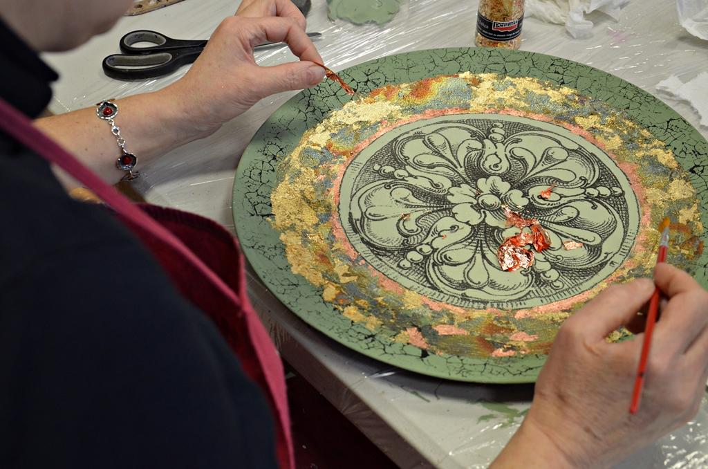 arthobbystudio lublin0001warsztaty patera barokowa mixmedia decoupage transfer zlocenia patynowanie spekania zofia szewczyk