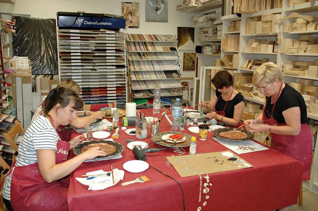 arthobbystudio lublin0001warsztaty patera talerz efekt antyczne srebro ornamenty dekoracja dekoracyjna zofia szewczyk
