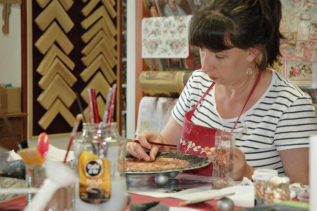 arthobbystudio lublin0007warsztaty patera talerz efekt antyczne srebro ornamenty dekoracja dekoracyjna zofia szewczyk