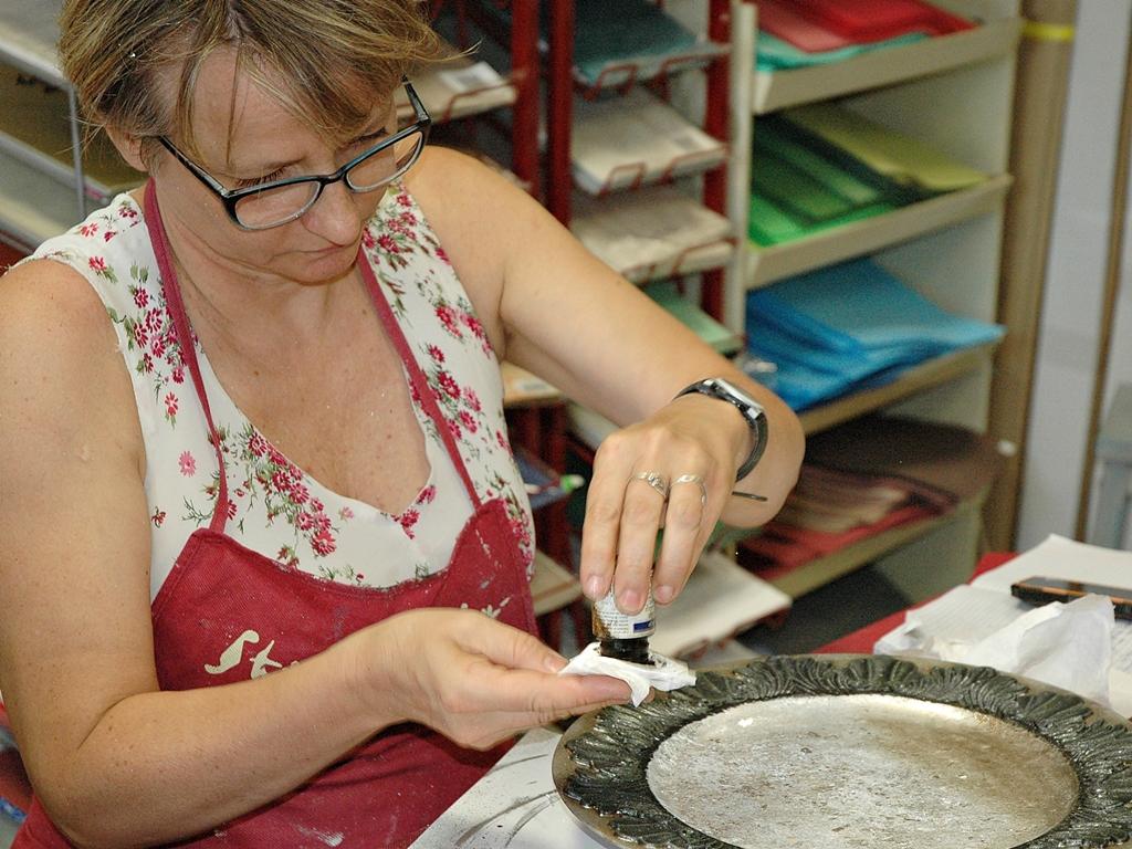 arthobbystudio lublin0009warsztaty patera talerz efekt antyczne srebro ornamenty dekoracja dekoracyjna zofia szewczyk