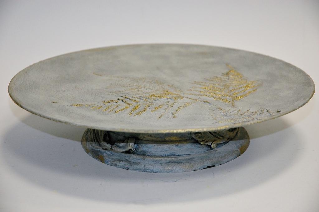arthobbystudio lublin0002warsztaty efekt betonu jesienna taca z paprocią zlocenia