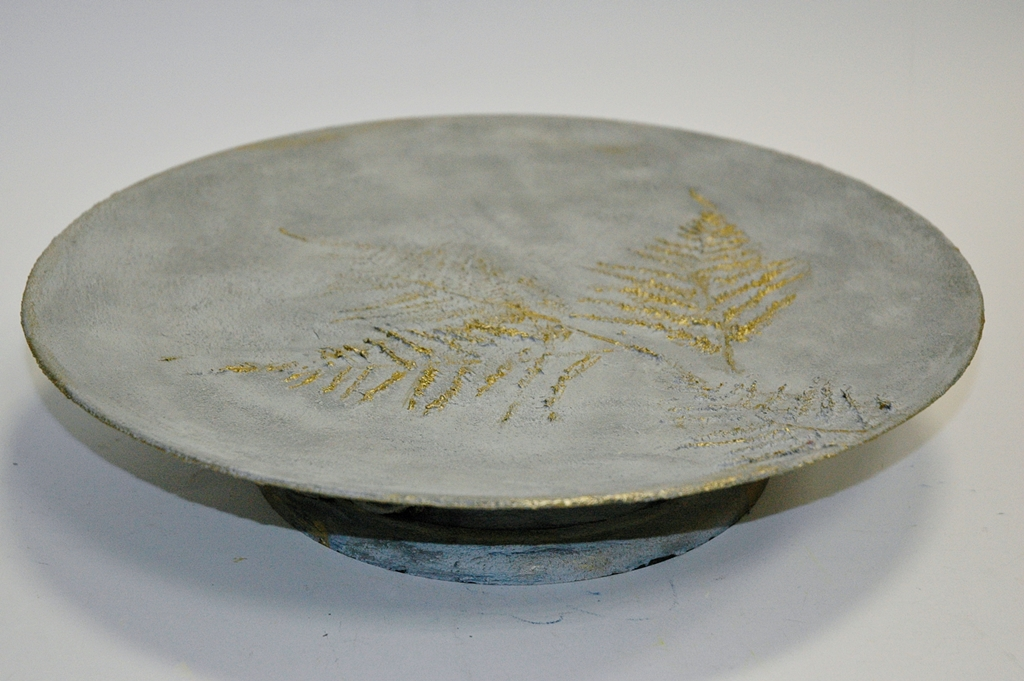 arthobbystudio lublin0010warsztaty efekt betonu jesienna taca z paprocią zlocenia