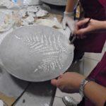 arthobbystudio lublin0022warsztaty efekt betonu jesienna taca z paprocią zlocenia 150x150