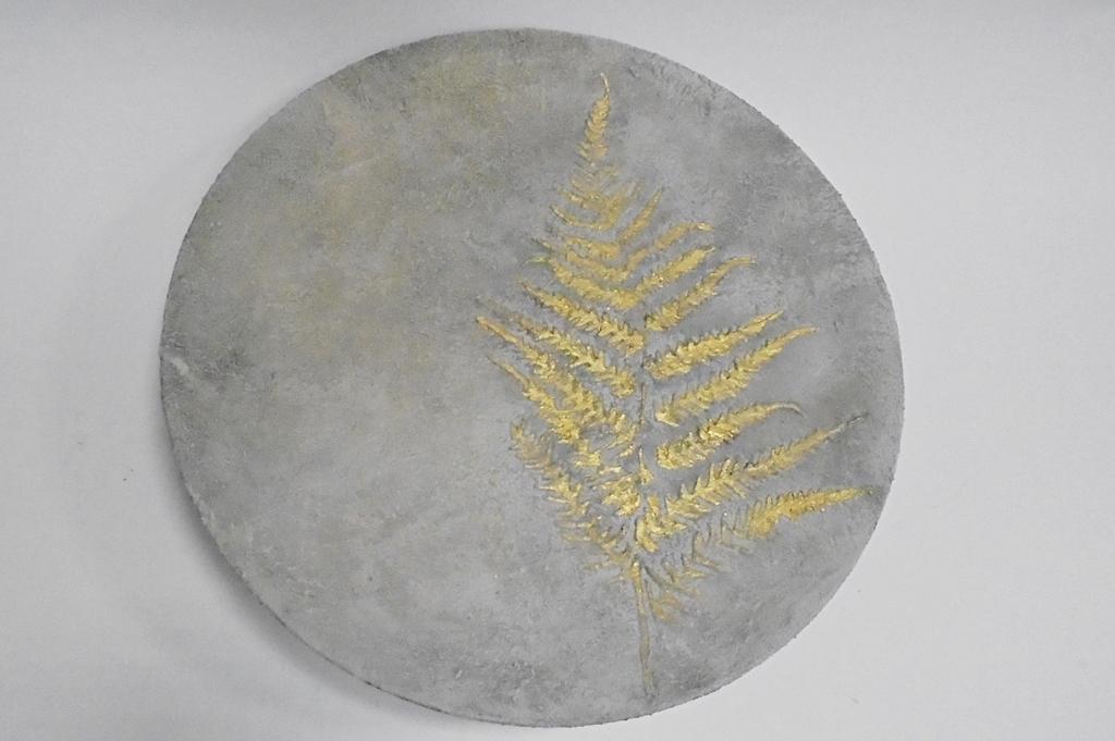 arthobbystudio lublin0027warsztaty efekt betonu jesienna taca z paprocią zlocenia