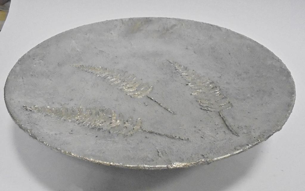 arthobbystudio lublin0028warsztaty efekt betonu jesienna taca z paprocią zlocenia