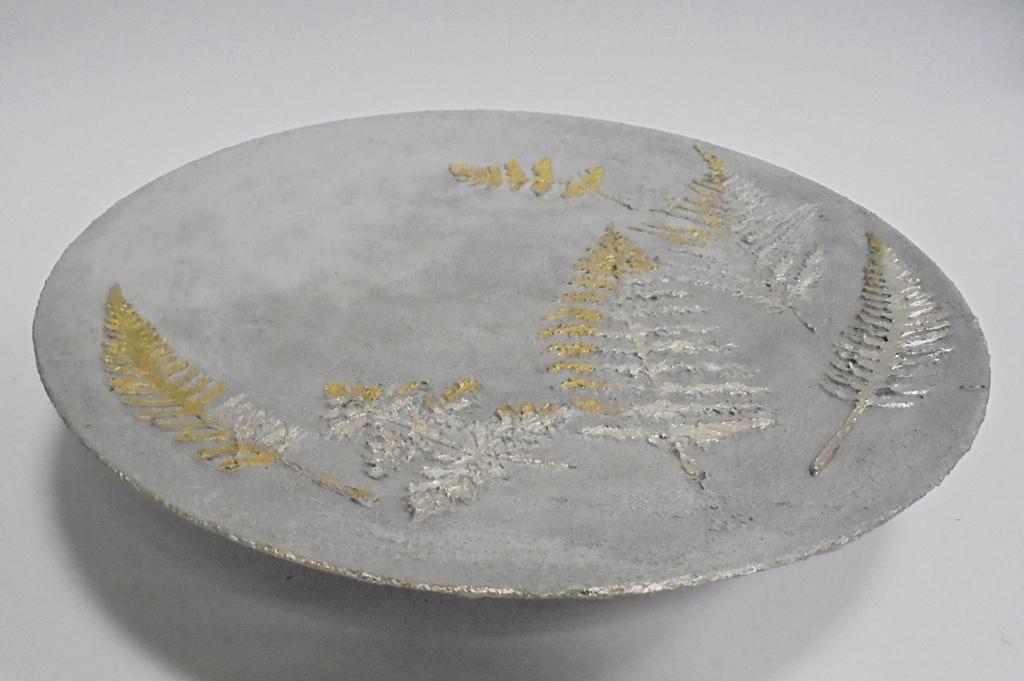 arthobbystudio lublin0039warsztaty efekt betonu jesienna taca z paprocią zlocenia