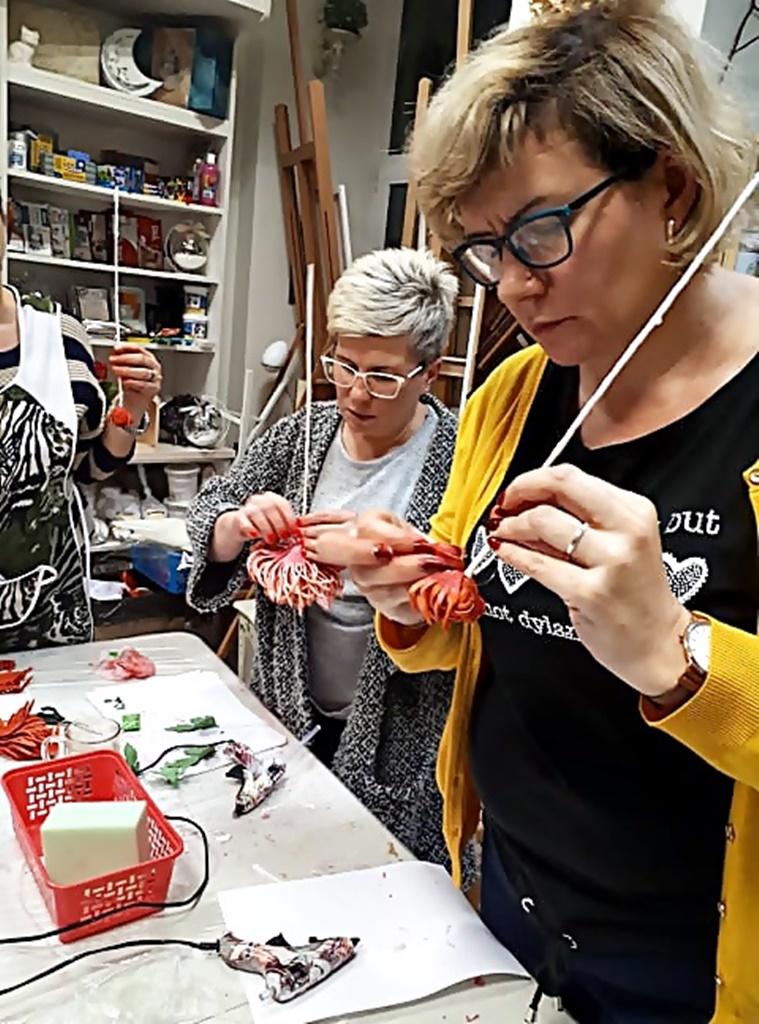 arthobbystudio warsztaty029 20191121foamiran kreatywna pianka kwiaty z foamiranu