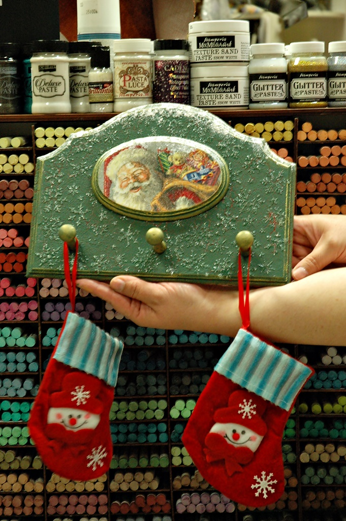 warsztaty006 20200114witrazowe wieszaczek na slodycze decoupage mixmedia mikolajki mikolaj skarpeta