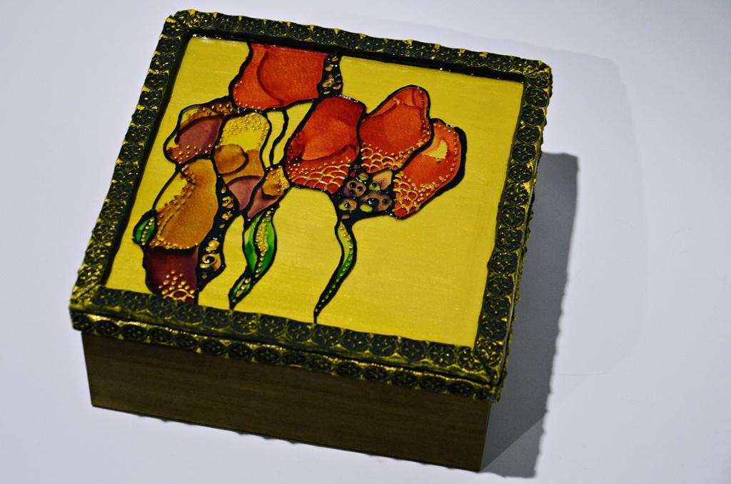 warsztaty023 20200110witrazowe wyzlocone tuszami malowane pudelko