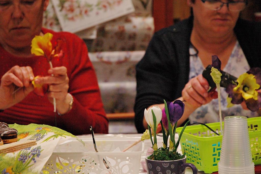 warsztatyDSC 0627kwiaty z foamiranu lina shvets